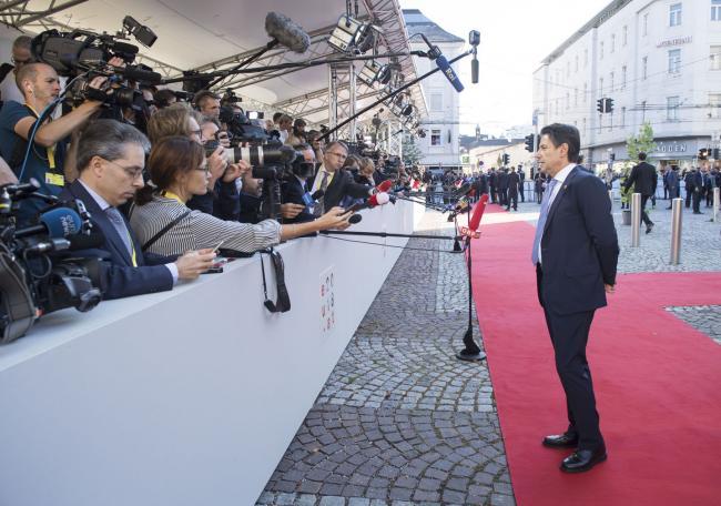Salisburgo, punto stampa del Presidente Conte al suo arrivo alla Mozarteum University