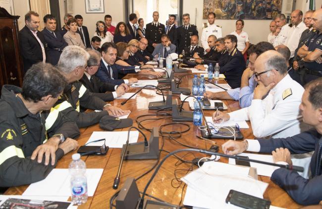 Il Presidente Conte presiede la riunione del Centro Coordinamento Soccorso