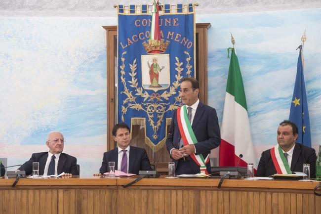 La riunione del Presidente Conte con i Sindaci dei Comuni dell'Isola di Ischia
