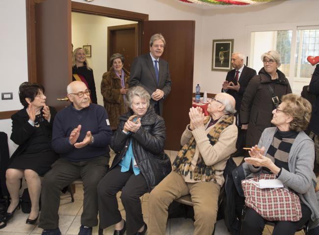 Gentiloni al Centro Anziani Sabotino dell'Associazione G. Perlasca