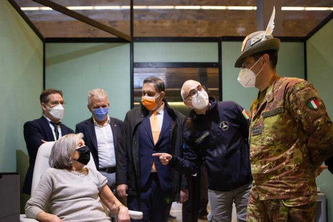 Il Commissario Figliuolo all'inaugurazione dell'hub vaccinale alla Fiera di Genova