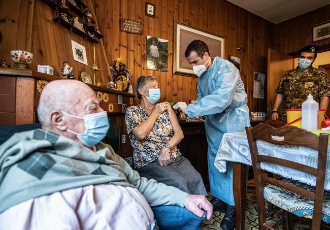 I team vaccinali mobili della Difesa in azione