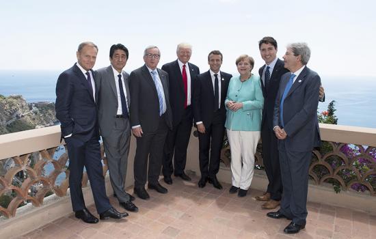 I Leader del Summit G7 in una pausa nella seconda giornata di lavoro