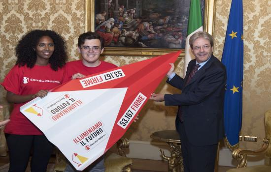 Gentiloni riceve i vertici di Save the Children