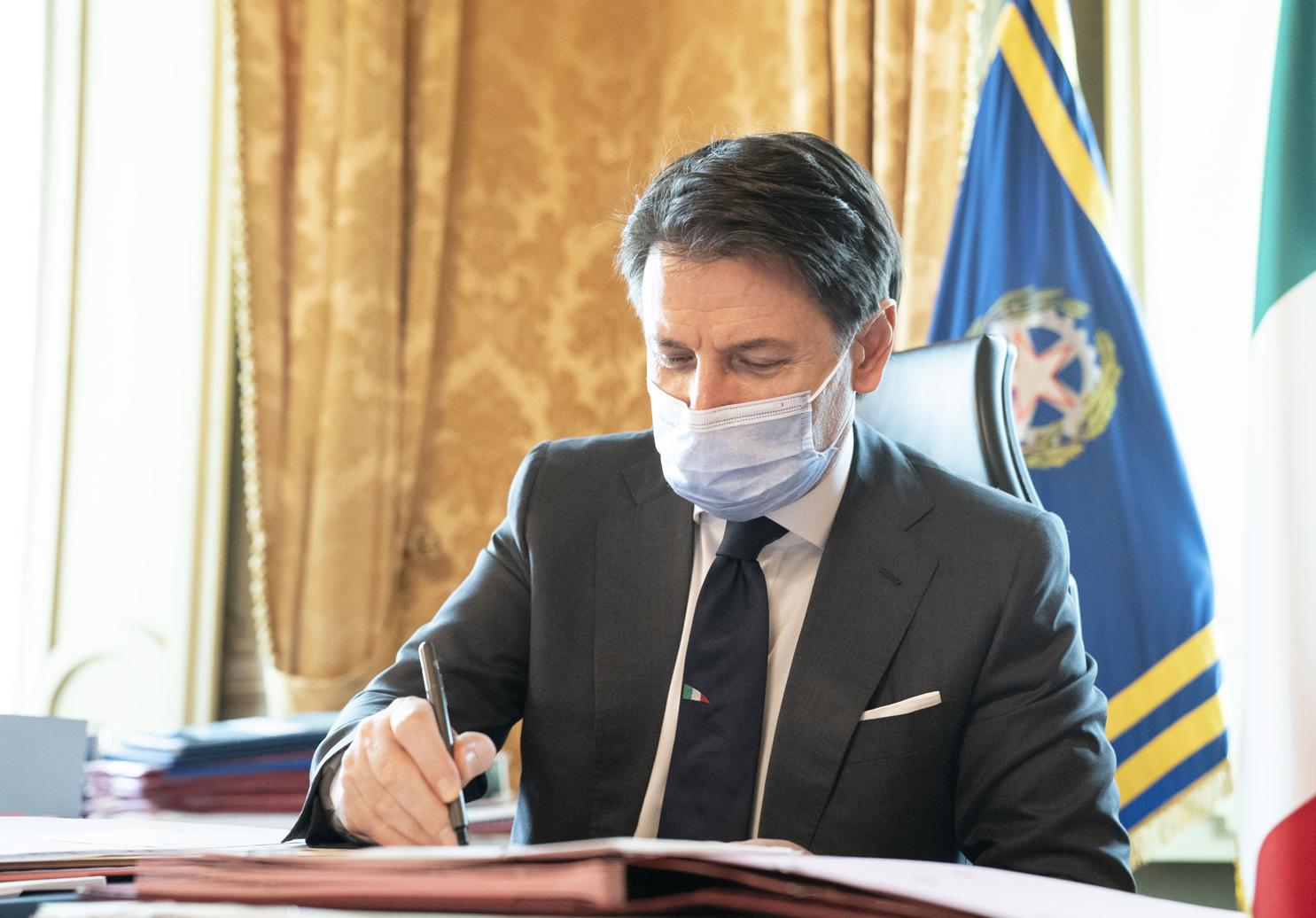 Coronavirus, il Presidente Conte firma il Dpcm del 13 ottobre 2020    www.governo.it