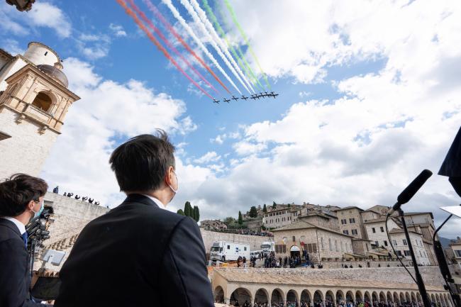 Il Presidente ad Assisi durante il passaggio delle Frecce Tricolori