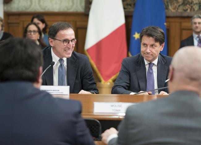 Il Presidente Conte con il Ministro Boccia alla Conferenza Stato - Regioni