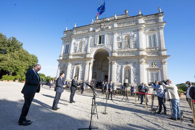 Progettiamo il Rilancio, il punto stampa del Presidente Conte con i Ministri Patuanelli e Gualtieri