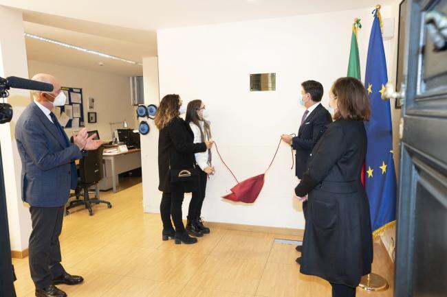 La targa apposta in ricordo di Paolo Salvucci nella Sala Dispositivo di Sicurezza