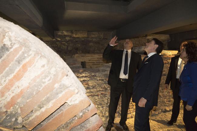 Conte in visita al sito archeologico della Basilica di Santa Sofia
