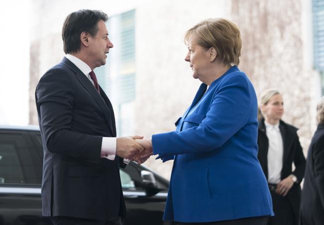 Berlino, il Presidente Conte è accolto dalla Cancelliera Merkel