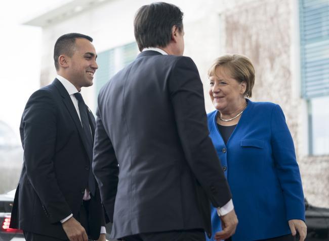 Berlino, il Presidente Conte e il Ministro Di Maio sono accolti dalla Cancelliera Merkel