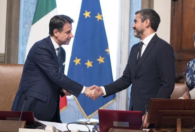 Il Presidente del Consiglio Giuseppe Conte con ilSottosegretario di Stato alla Presidenza del Consiglio dei Ministri, Riccardo Fraccaro