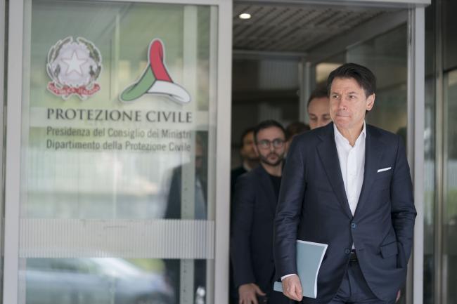 Il Presidente Conte in riunione in Protezione civile