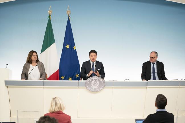 Conferenza stampa del Presidente Conte e dei Ministri Gualtieri e Catalfo