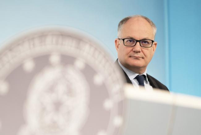 Gualtieri in conferenza stampa