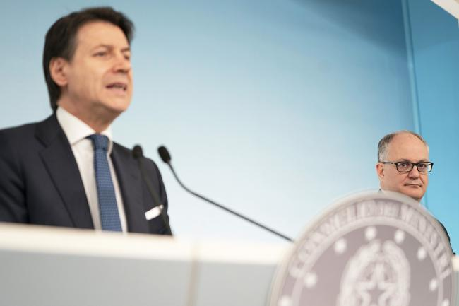 Conte e Gualtieri in conferenza stampa