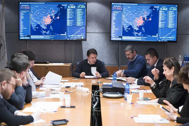 Coronavirus, la riunione del Consiglio dei Ministri al Dipartimento della Protezione Civile