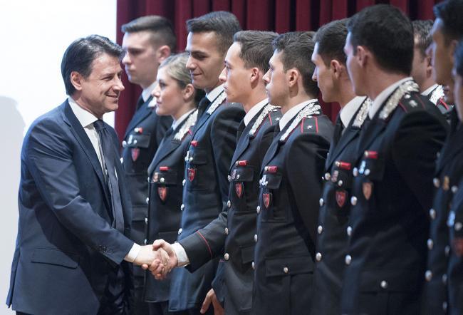 Il Presidente Conte saluta gli allievi della Scuola Ufficiali Carabinieri