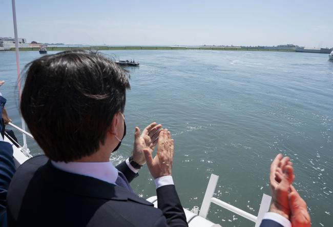 Conte a Venezia alla cerimonia di innalzamento delle paratoie del Mose