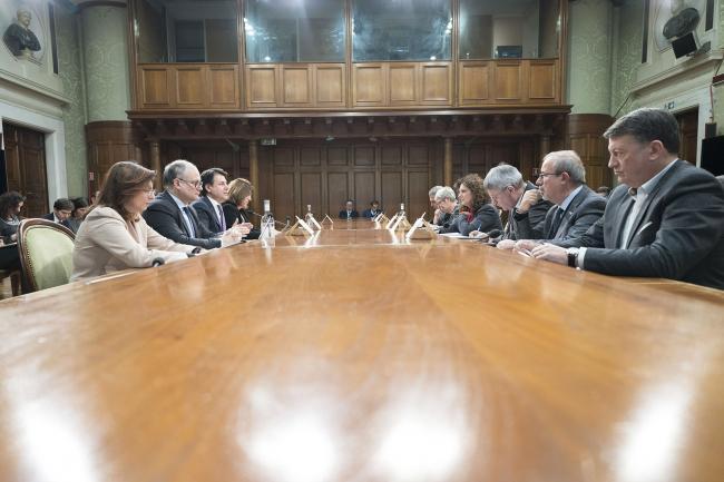 Conte in riunione con i sindacati