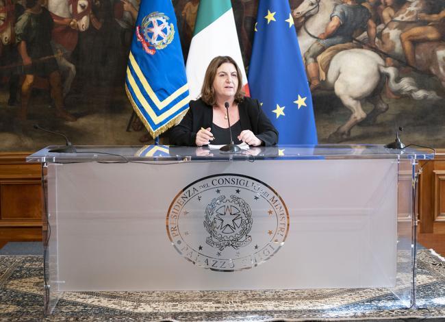 Il Ministro Catalfo in conferenza stampa al termine del Consiglio dei Ministri n. 37