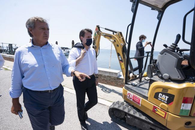 Il Presidente Conte sull'isola di Pellestrina