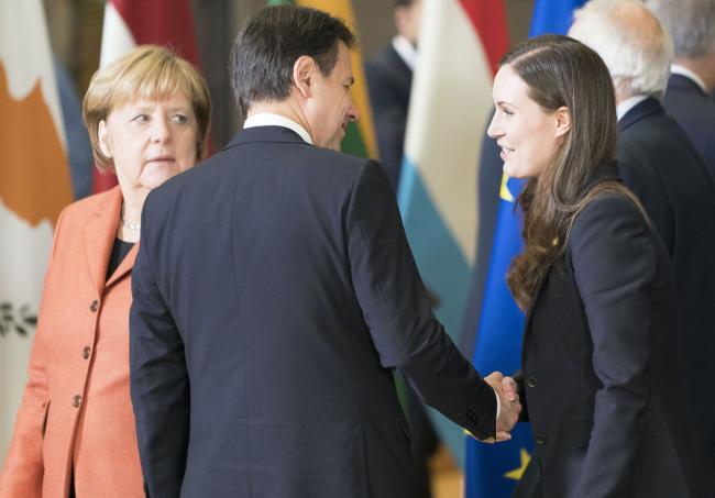 Consiglio europeo, il Presidente Conte con il Primo Ministro Marin e la Cancelliera Merkel