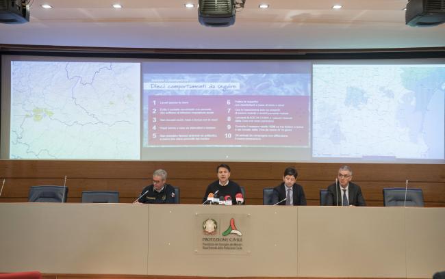 Coronavirus, la conferenza stampa al termine del Consiglio dei Ministri