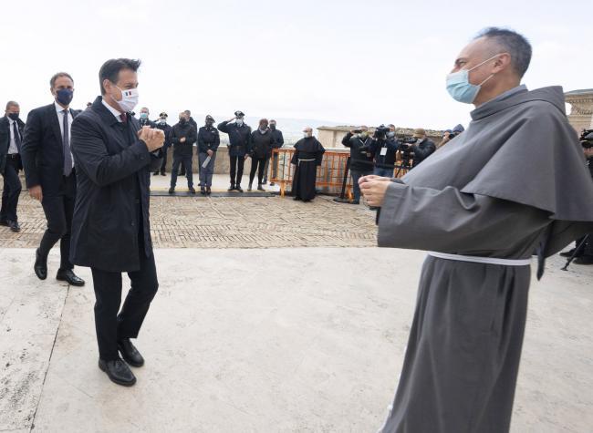 Assisi, il Presidente Conte al suo arrivo in Basilica