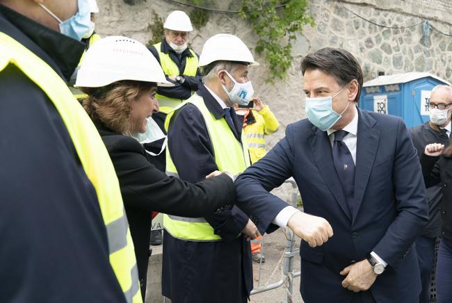 Conte a Genova alla cerimonia del varo dell'ultima campata del Ponte sul Polcevera