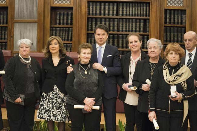 Cerimonia di consegna delle medaglie e dei diplomi agli Insigniti