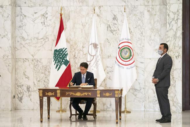 Conte firma il Libro d'Onore presso ilPalazzo Presidenziale di Baabda