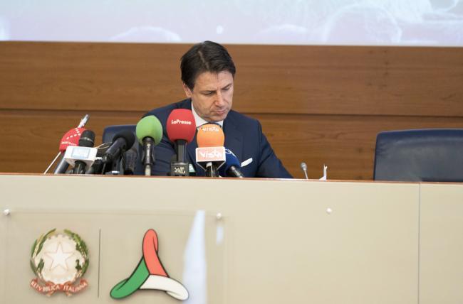 Il Presidente Conte in conferenza stampa presso la sede operativa della Protezione civile