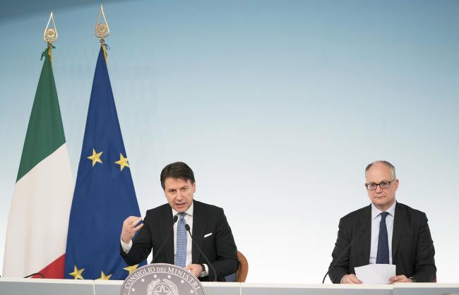 Il Presidente Conte e il Ministro Gualtieri in conferenza stampa