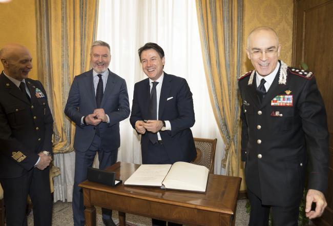 Il Presidente Conte con il Ministro Guerini e il Generale Nistri alla Scuola Ufficiali Carabinieri