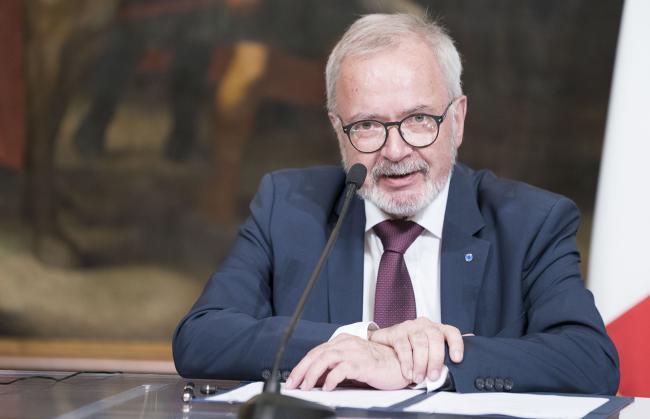 Il Presidente della BEI Hoyer interviene alla cerimonia di firma