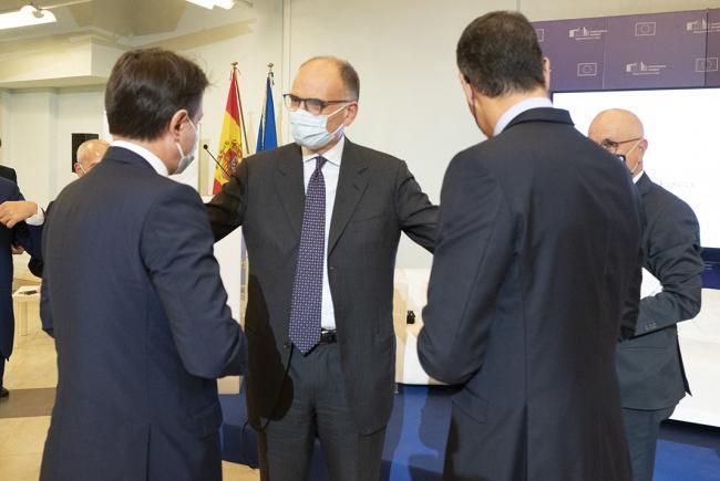Conte e Sánchez presso la sede della Rappresentanza in Italia della Commissione europea