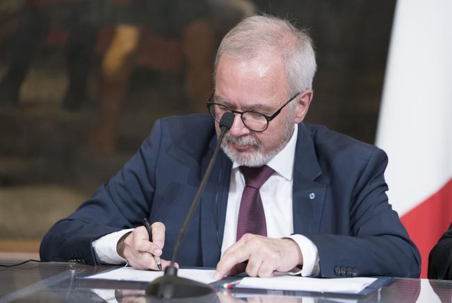 Il Presidente della BEI Hoyer firma il Protocollo d'intesa