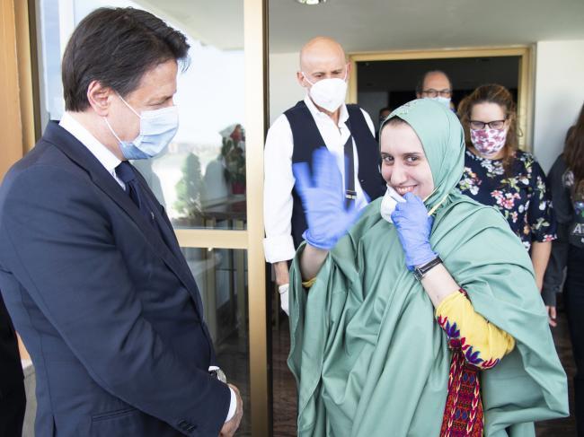 Conte accoglie a Ciampino Silvia Romano