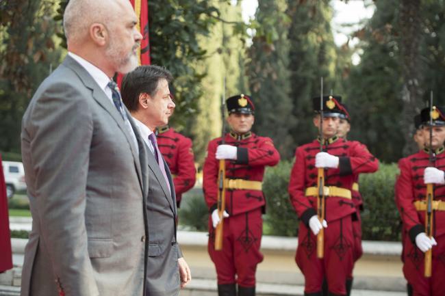Conte a Tirana