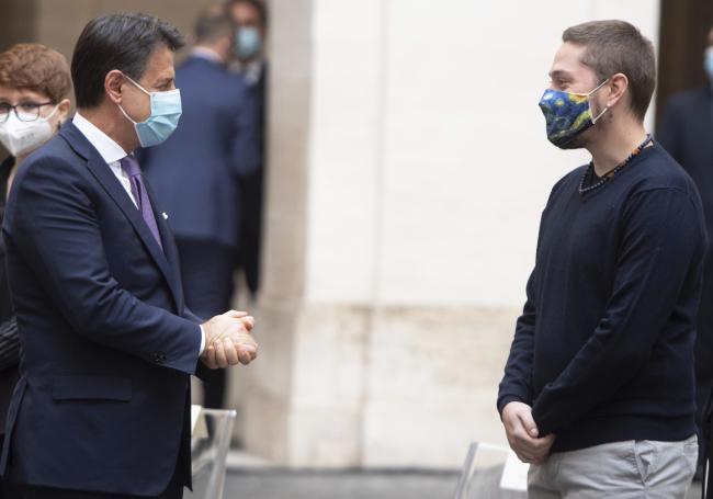 Il Presidente Conte con Claudio, figlio di Giorgio Guastamacchia